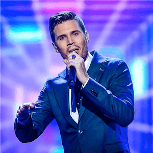 Robin Bengtsson från Sverige framträder på Eurovision 2017